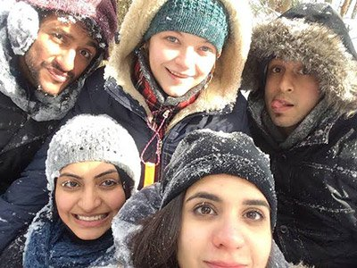 friends-in-the-snow